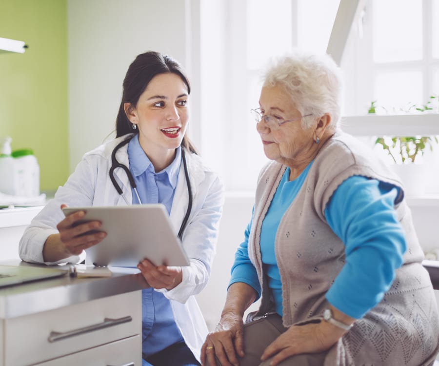 A doctor explains a plan of care to her patient.